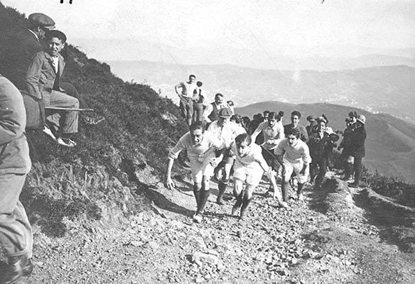Mendi lasterketak Pagasarriren magaletan 1912an (A. Bandrés bilduma)