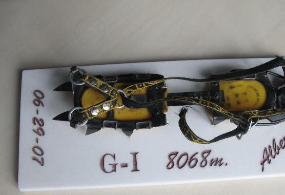 Alberto Zerain - Gasherbrum I-rako bere igoeran erabilitako Kranpoia (2006)